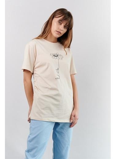 Levure Çiçek Desen Baskılı T-Shirt Bej